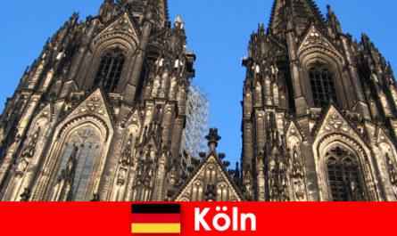 Les vacanciers allemands avec des enfants aiment voyager dans la ville de Cologne