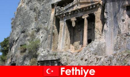 Fethiye une ancienne ville en bord de mer avec de nombreux monuments