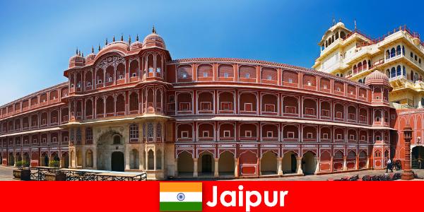Les architectures les plus inhabituelles attirent de nombreux touristes à Jaipur