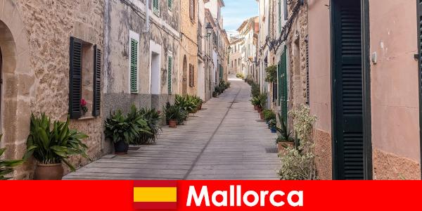 Paradis pour les touristes sportifs à Majorque dans les paysages naturels et les plages