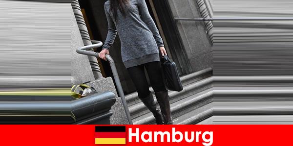 Les dames élégantes de Hambourg gâtent les voyageurs avec un service d'escorte exclusif et discret