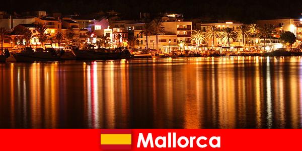 Vie nocturne à Majorque avec de jolies femmes de la scène érotique