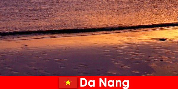 Da Nang est une ville côtière du centre du Vietnam et est populaire pour ses plages de sable