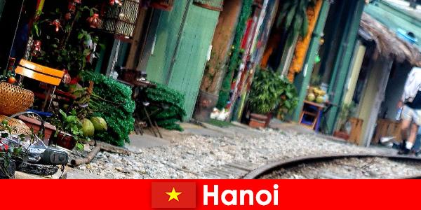 Hanoi est la capitale fascinante du Vietnam avec ses rues étroites et ses tramways