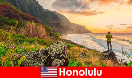 Honolulu est connue pour ses plages, son océan, ses couchers de soleil pour des vacances de bien-être et de détente