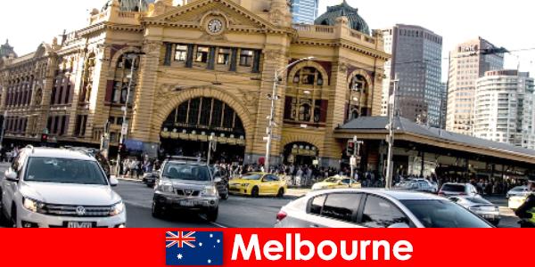 Le plus grand marché en plein air de Melbourne dans l'hémisphère sud, un lieu de rencontre pour les étrangers