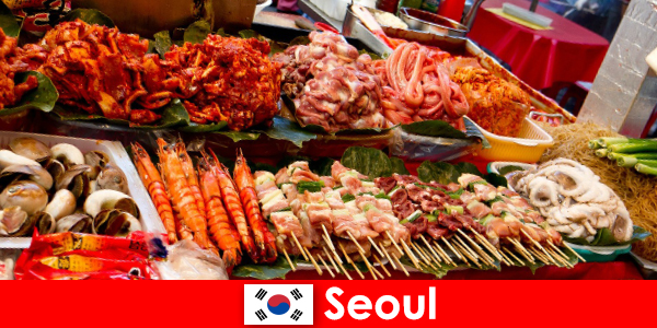 Séoul est également célèbre parmi les voyageurs pour sa cuisine de rue délicieuse et créative