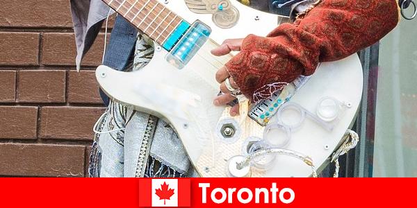Les étrangers aiment Toronto en raison de son ouverture d'esprit à la scène musicale de toutes les cultures