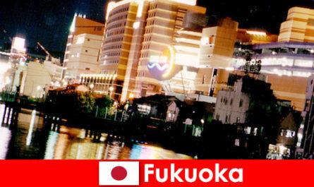 Les nombreuses discothèques, discothèques ou restaurants de Fukuoka sont un lieu de rencontre idéal pour les vacanciers