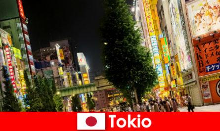 Les bâtiments modernes et les vieux temples rendent Tokyo inoubliable pour les étrangers