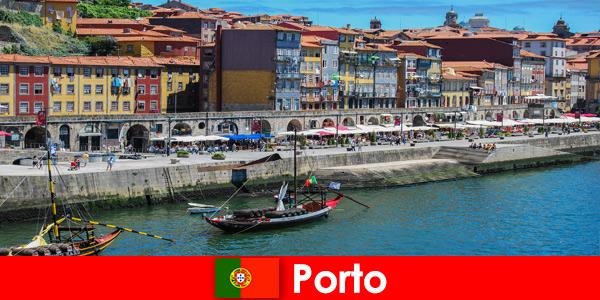 Escapade citadine pour les visiteurs de Porto Portugal avec de charmants bars et restaurants locaux