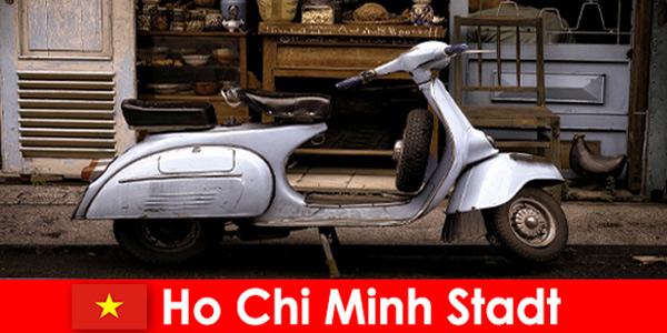 Ho Chi Minh-Ville Vietnam propose aux vacanciers des visites en mobylette dans les rues animées