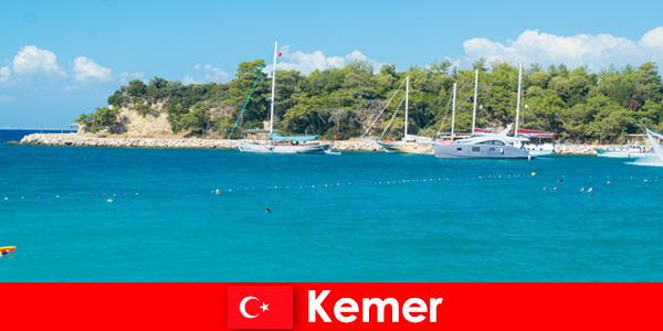 Excursion en bateau et soirées chaudes pour les jeunes vacanciers à Kemer Turquie