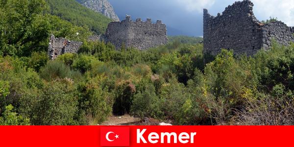 Voyage d'étude dans les ruines antiques de Kemer en Turquie pour les explorateurs