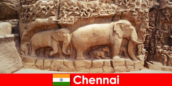 Les étrangers sont enthousiasmés par les bâtiments culturels traditionnels à Chennai en Inde