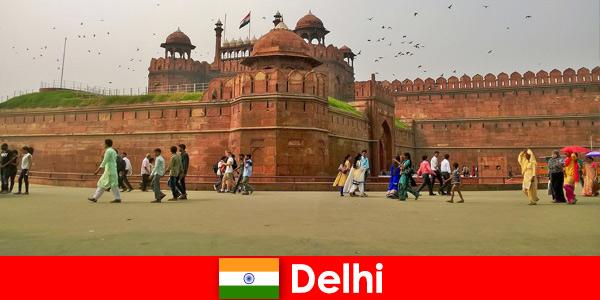 Vie animée à Delhi en Inde pour les voyageurs culturels du monde entier
