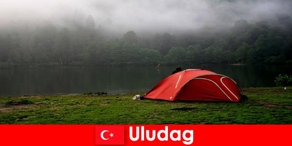 Vacances en camping en famille dans les forêts d'Uludag Turquie
