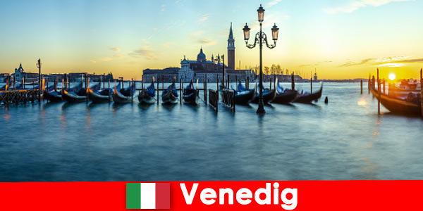 Lune de miel de rêve pour les couples dans la ville flottante de Venise Italie