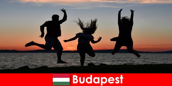 Budapest Hongrie pour les jeunes fêtards avec musique et boissons bon marché dans les bars et clubs