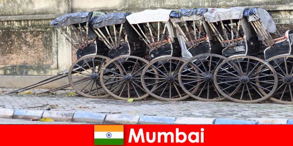Mumbai en Inde propose des promenades en pousse-pousse dans les rues bondées pour les passionnés de voyage