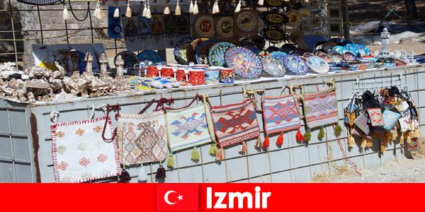 Expérience de promenade pour les étrangers dans les zones de bazar d'Izmir en Turquie