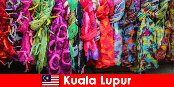 Les touristes culturels à Kuala Lumpur en Malaisie découvrent l'excellent savoir-faire